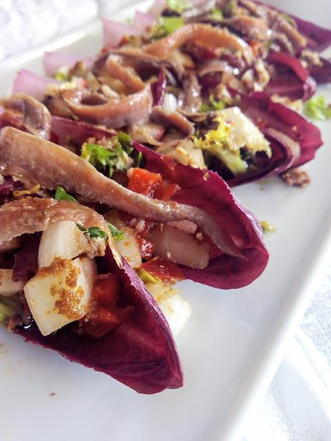 Amanida de bonítol i anxoves amb pasta d'oliva provençal